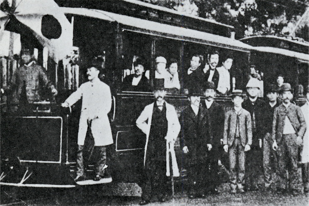 Operation of the first train in Tokyo at the Third National Industrial Exhibition.