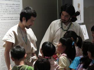ファミリーツアー「トーハク劇場へようこそ!考古展示室編」(7/14・15)